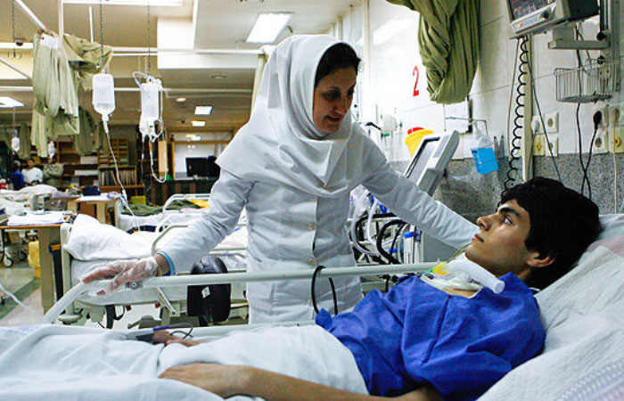 parastar-bimarestan-nurse-doktor-takht-behdasht-mariz-tasadofi-parastari-moraghebat-960402.jpg