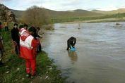 غرق شدن ۵ خانواده در رودخانه کرج + عکس