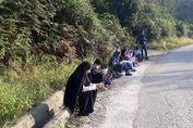 درس خواندن کنار جاده! + تصاویر