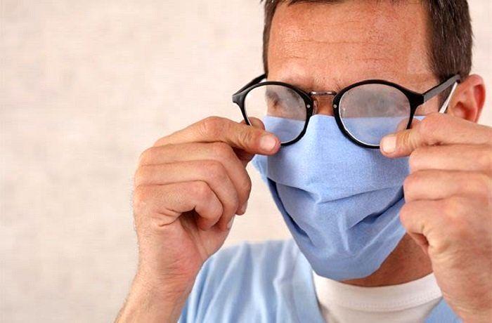 عینکی هایی که ماسک میزنند بخوانند