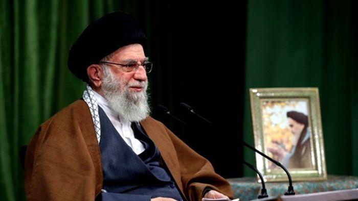 رهبرانقلاب: بیشک زنان شهید و جانباز و آزاده در قلّه افتخاراتند