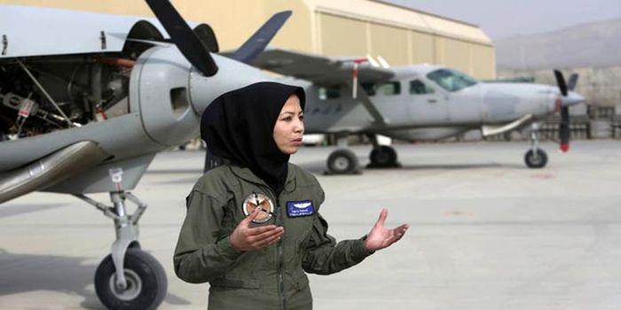 سرنوشت وحشتناک برای زن خلبان افغانستانی!