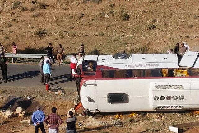 حادثه واژگونی اتوبوس خبرنگاران در مجلس بررسی می شود