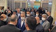 مصطفی الکاظمی به زیارت امام رضا رفت + عکس