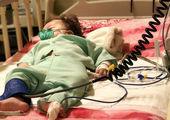 این دختر بچه از تخت تا لباس را می خورد!+عکس