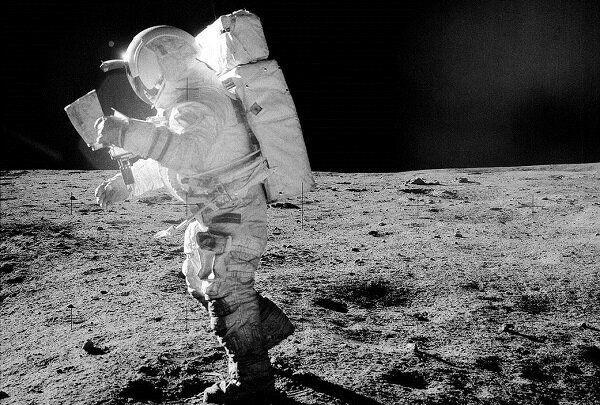 خاک ماه؛ منبعی برای تامین آب و اکسیژن