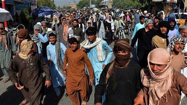 تظاهرات گسترده علیه طالبان در قندهار/ معترضان جاده ها مسدود کردند