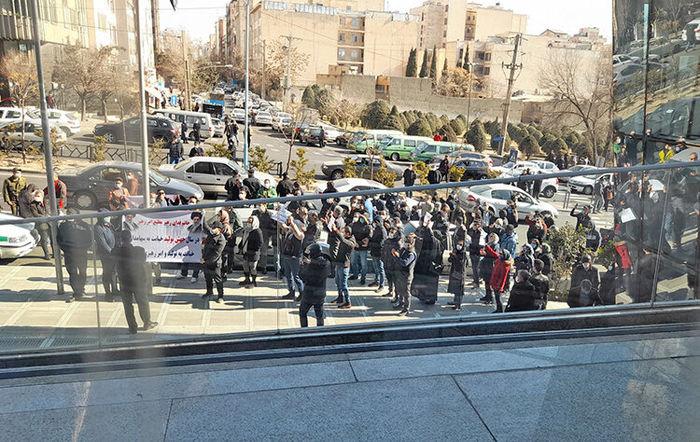 تجمع معترضان بورس در سه کلان شهر