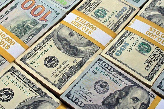 کاهش جزیی قیمت دلار در صرافی ملی