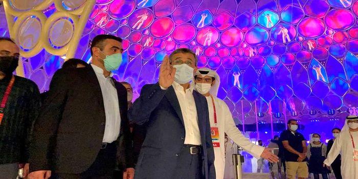 قالی بافی احمدی نژاد کنار خانم ها در دبی + عکس