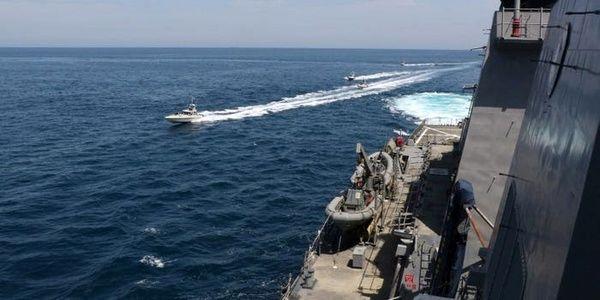 کشتی آمریکایی به سمت قایقهای تندروی ایران شلیک کرد