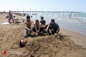 تصاویر/ تفریح مسافران خزری در ساحل کرونا