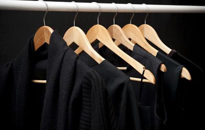 ترفندی عالی برای برگرداندن رنگ مشکی لباس ها