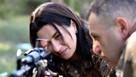 همسر نخست وزیر ارمنستان به جبهه میرود + عکس
